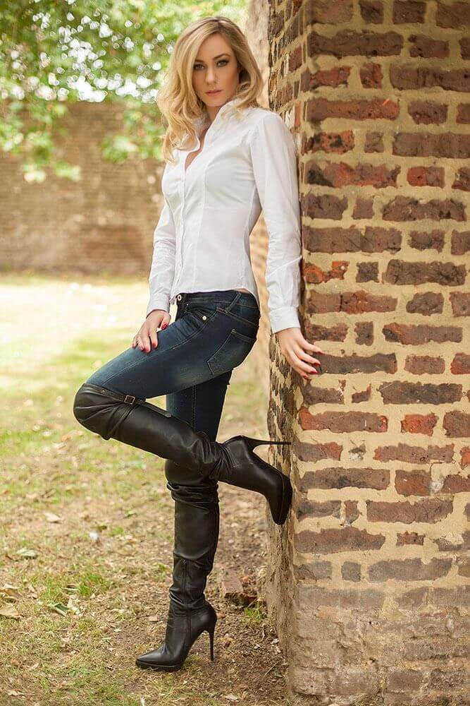 jeans and boots - how to dress more seductive