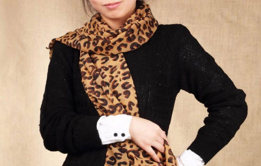 leopard scarf is so sexy